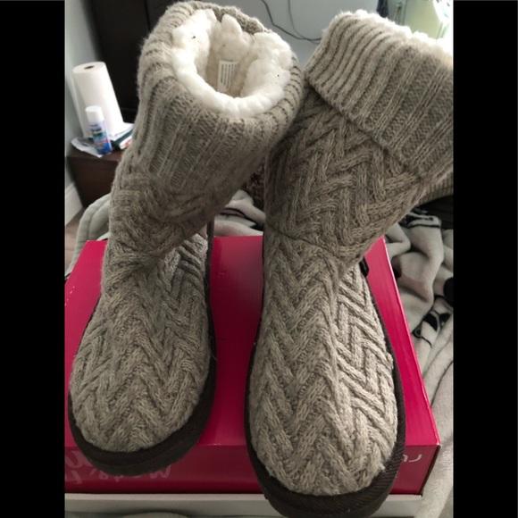 Knit Muk Luks Size 11 EUC